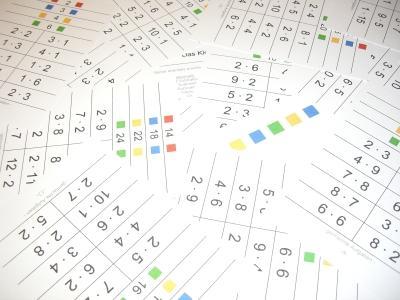 Schede per utilizzare delle mollette: piccola tavola pitagorica: materiale didattico creativo